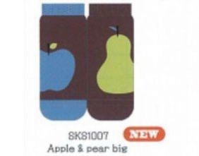 Shinzi Katoh A Pair of Ladies Socks (Women's Socks) - Apple & pear big Design